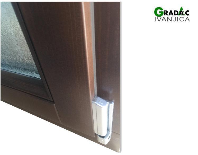 Drveni prozor Eurofalc 68 - detalj okova, stolarija Gradac Ivanjica