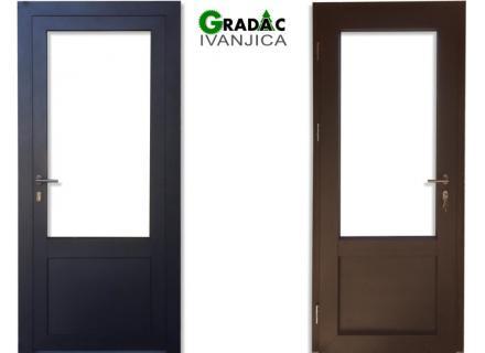 Drvo aluminijum ulazna vrata  sa 3/4 staklom, spolja metalik sivi aluminijum, iznutra lamelirano drvo obojano u braon boju, stolarija Gradac Ivanjica.
